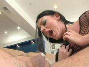 Brunette gets squirting