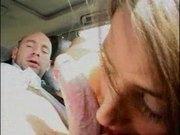 Šukání kundy a análu v autě
