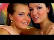 Dvě dívky lízají kundí šťávičku