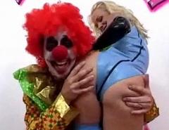 Jodie Moore análně šuká s klaunem