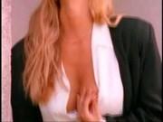 Anita Blonde a Juli Ashton v hardcore pornu