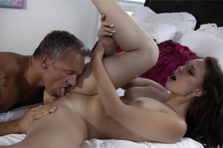 19-letá holčička vášnivě šuká s adopitivním otcem! (Aidra Fox a Marcus London)