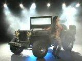 Army show: Bruna Ferraz anally presents jeep