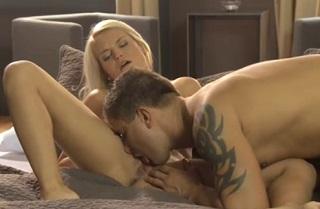 Česká blondýnka Jessie Jazz v akci (HD porno)