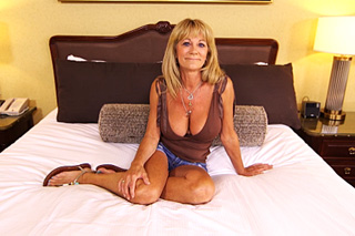 58 year old mommy puts her ass out at her first casting