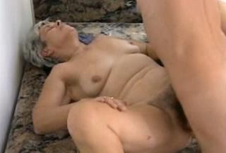 Sex do zadku nahí holky