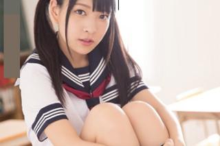 Abe Mikako: Bukkake s japonskou školačkou ve třídě!