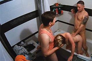 Amatérska trojka v koupelně!