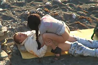 Amateur banging on a beach - hidden camera