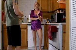 Amatérský pár si střihne rychlovku vestoje u kuchyňské linky!