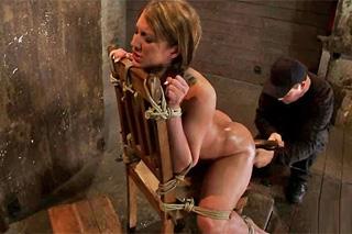 Amy Booke prožije drsné mučení zadečku! – BDSM porno