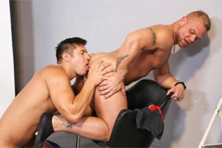 Anální focení, aneb fotograf Daxton Ryder a model Seth Santoro – gay porno