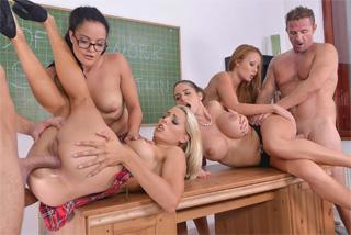Anální orgie ve třídě!
