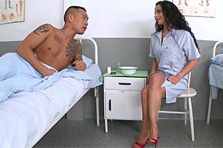 Asijský pacient Keni Styles a sestřička milující foot fetiš!