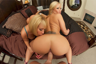 Austin Taylor and Mellanie Monroe: Blond sexbombs in group sex!