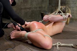 Blondýnka Sheena Shaw prožije peprnou BDSM chvilku!