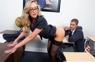 Brandi Love a Xander Corvus: Erotický sen s profesorkou!