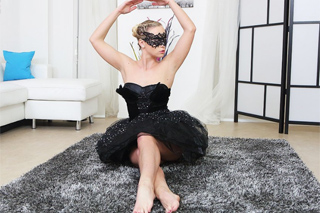 Česká baletka Vinna Reed masturbuje