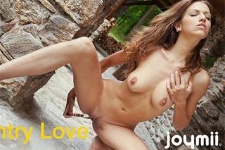Česká slečna Eufrat masturbuje na ranči (HD porno)