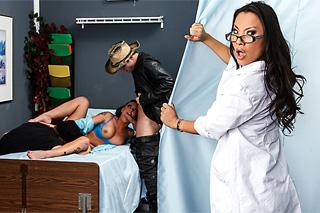 Čtyřka v nemocnici, aneb doktorka Asa Akira a pacientka Christy Mack!