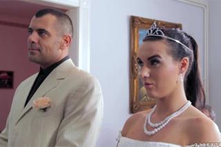 Despotický ženich drsně šuká svoji nevěstu Wild Devil