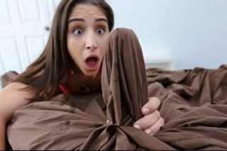 Dívku ohromí ranní erekce nevlastního batra! (Abella Danger a Logan Long)