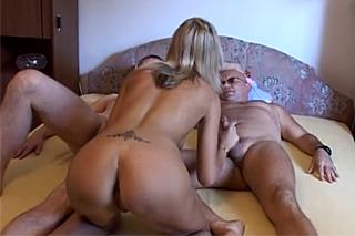 amateri doma trojka sex