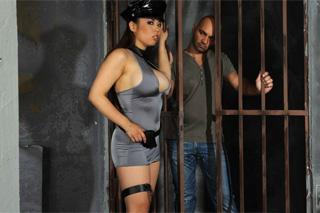 Prison guard Tigerr Benson fucking a jailed bald guy