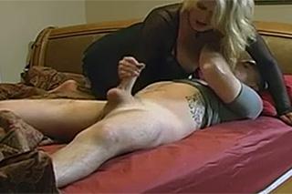 Erotický večer s nevlastní matkou!