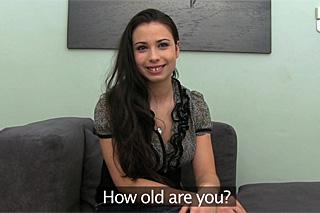 FakeAgent a nervózní 21letá číšnice Eva