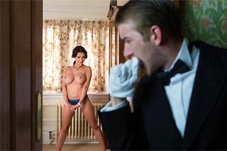 Falešně obviněný sluha tvrdě oprcá ženu britského lorda! (Patty Michova)
