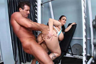 Fitness instructor screws chubby client! (Carmella Bing)