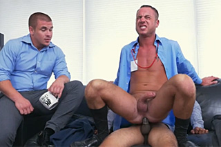 Gay trojka v kanceláři!
