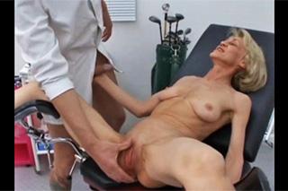 Gynekolog ojede starší pacientku!