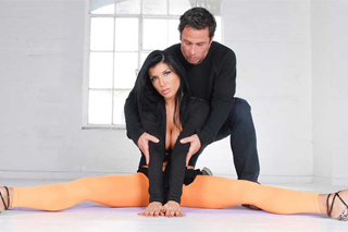Dirty Dancing, or dance teacher Alan Stafford fucks mature client Romi Rain!