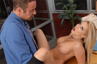 Jak Lawrence and Madison Ivy: Office sex instead of sacking!