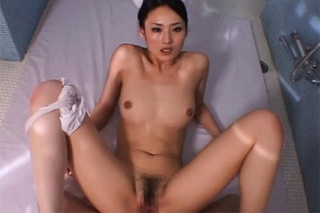 Japonská doktorka vyšetřuje mdlý penis! (Risa Murakami)