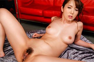 Japonská pornostar Yui Hatano na bukkake akci!