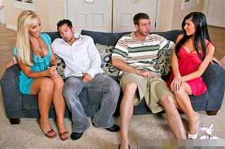 Jessica Lynn a Kenzi Marie si domluví sexuální výměnu partnerů!