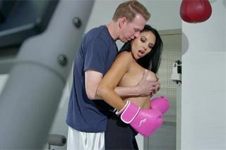 Kozatka Missy Martinez šoustá s trenérem boxu!