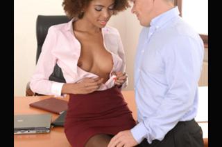 Kravaťák oprcá exotickou sekretářku! (Luna Corazon)