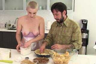 Kuchařská dvojka Riley Nixon a Tommy Pistol si zašuká při pečení!