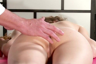 Curly chick Vanessa at an orgasmic massage - squirt porn