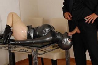 Latex Lucy: Speciální sexuální panna pro milovníka latexu!