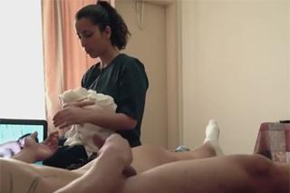 Latinská uklízečka vykouří hotelového hosta! (Nina Lopez)