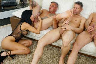 Trojica rimming pornonámorník mesiac porno komiksy