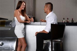 Maďarka Angel Blade: Sexuální románek s barmanem