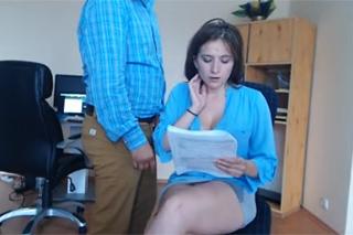 Maďarská sekretářka pracuje s vibrační hračkou v dírce!