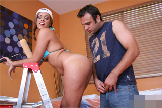 Malířka Katie Cummings šuká se zákazníkem v jeho domě