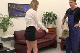 Manažerka Claudia Macc si vrzne s dělníkem – české porno